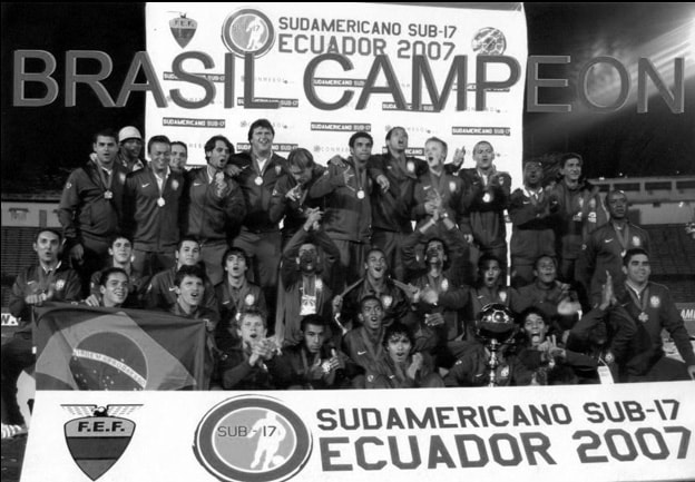 image of Brasil U17 team in balck and white photo